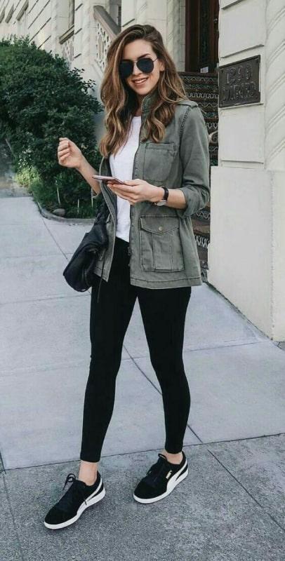 look casual com legging e tênis preto feminino