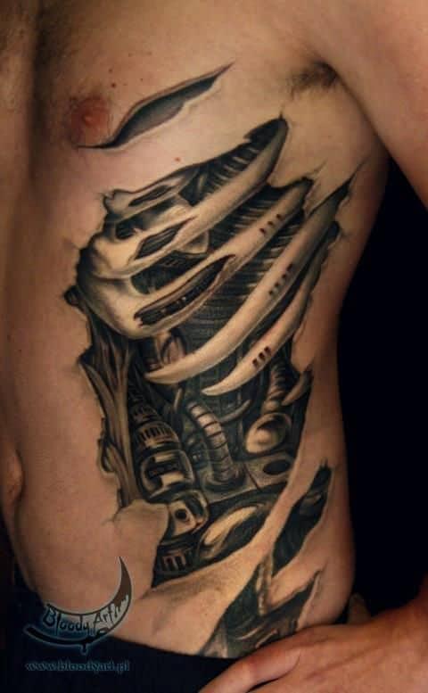 tatuagem masculina na costela