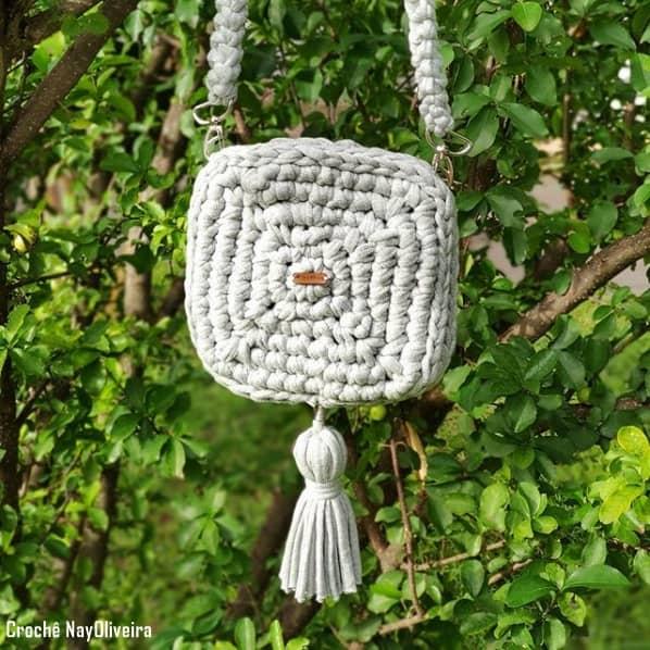 bolsa quadrada e pequena de fio de malha