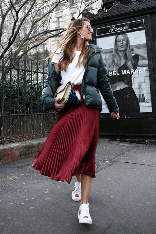 como usar saia plissada com jaqueta de inverno