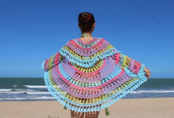 casaco circular colorido de crochê