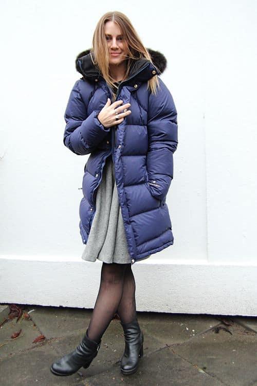 look de inverno com vestido e jaqueta puffer