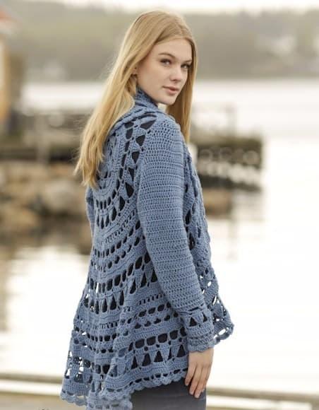 casaco azul circular de crochê