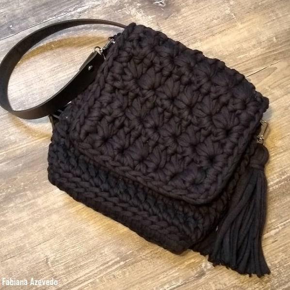 bolsa tiracolo quadrada em fio de malha