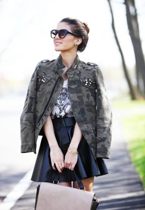 como usar saia rodada com jaqueta militar camuflada