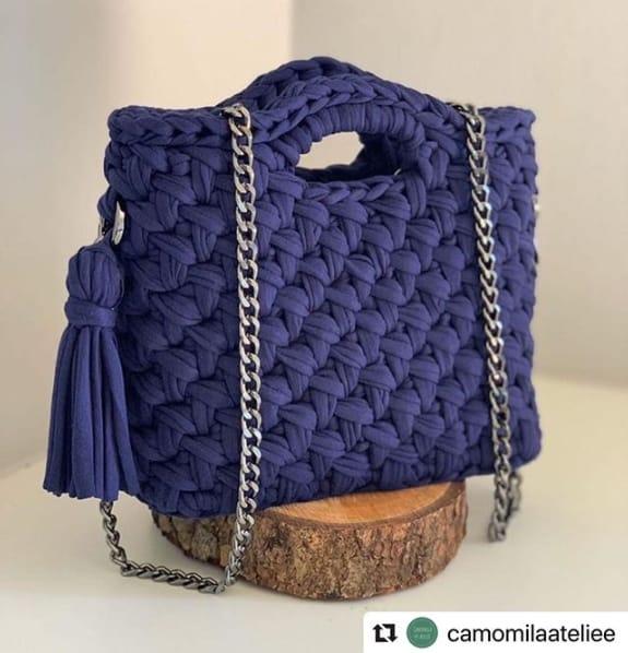 bolsa quadrada de fio de malha com alça de corrente