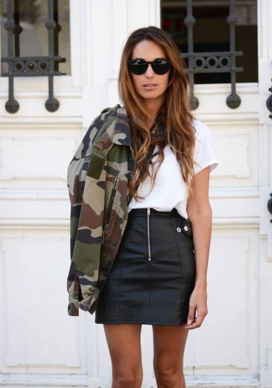 look feminino com saia de couro e jaqueta