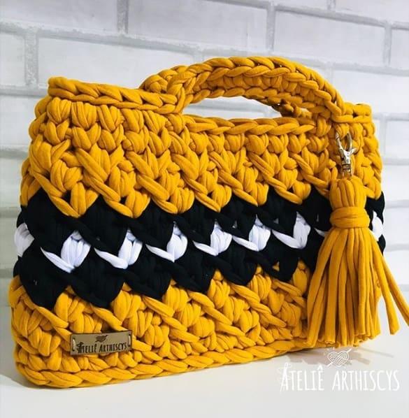 bolsa retangular com alça de mão em fio de malha