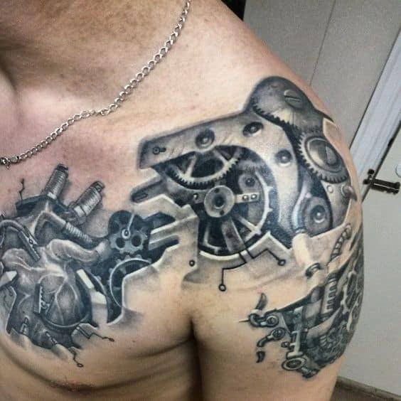 tatuagem masculina no ombro