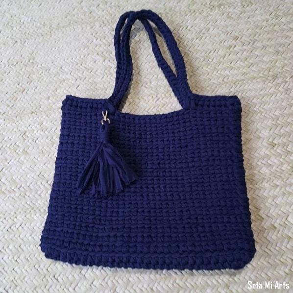 bolsa grande azul marinho em fio de malha
