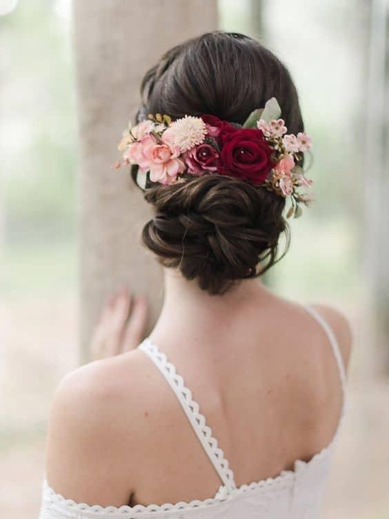 arranjo de noiva de flores artificiais em tecido