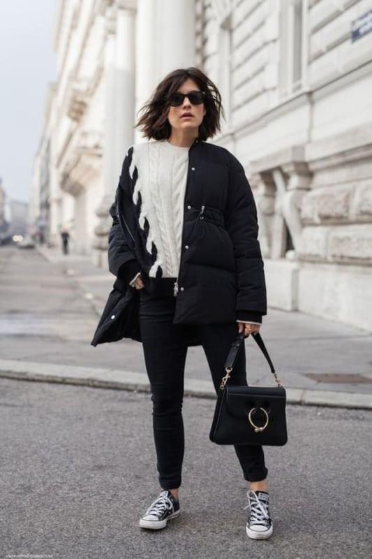 look preto e branco com jaqueta puffer