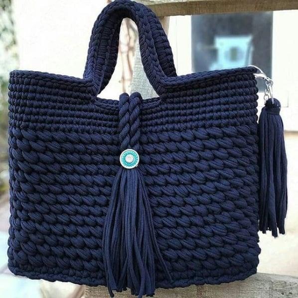 bolsa azul marinho em fio de malha