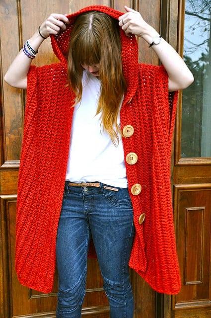 casaco feminino com capuz de crochê