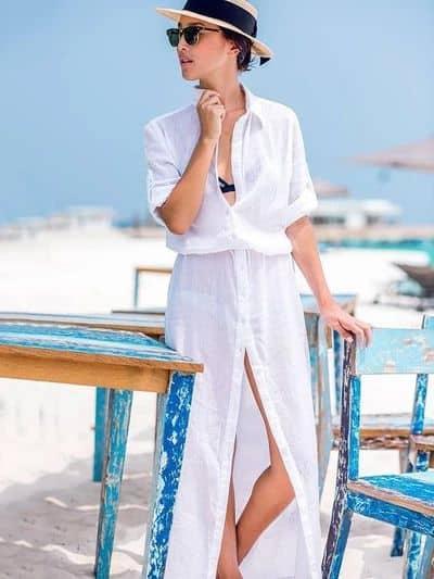 look praia com chemise branca e longa