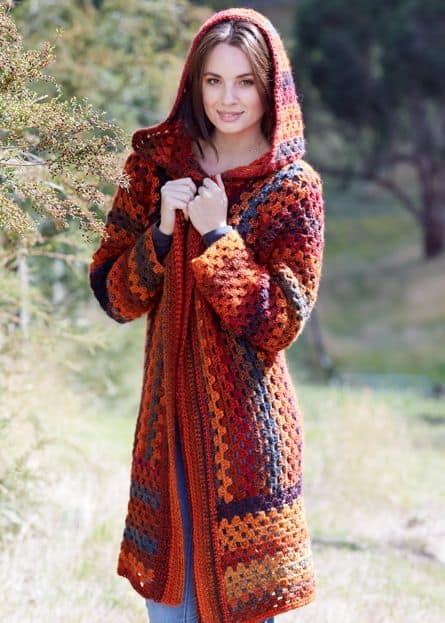 casaco feminino de barbante com capuz