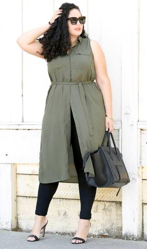 look plus size com vestido camisa e legging