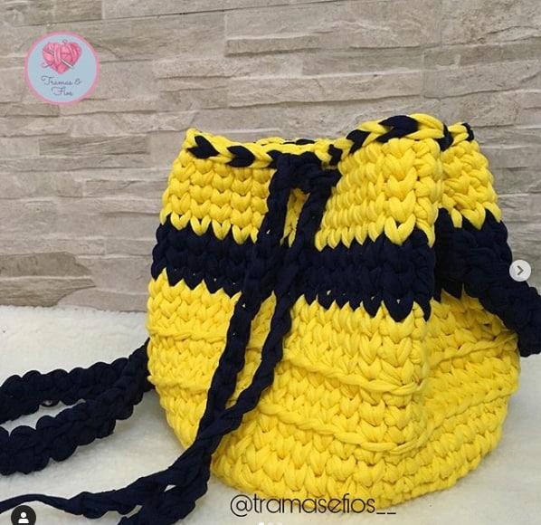 bolsa grande amarela e preta em fio de malha