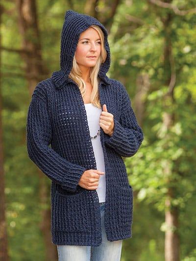 casaco de crochê azul marinho com capuz