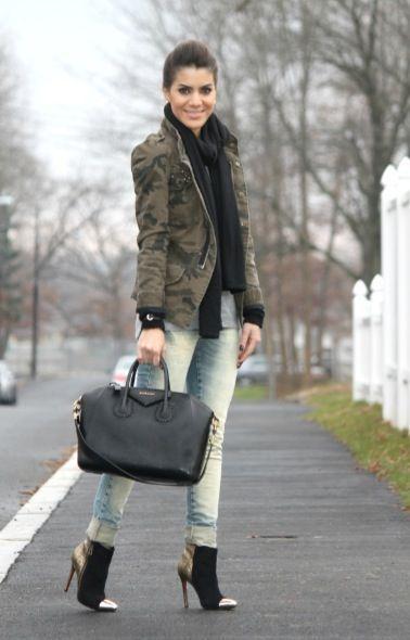 look de frio com jaqueta camuflada