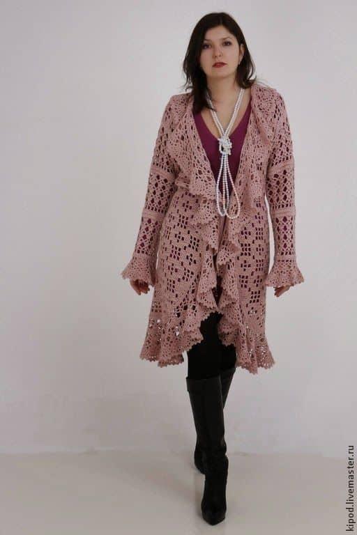 casaco de crochê com babados