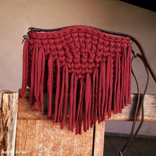 bolsa de fio de malha marsala com franjas