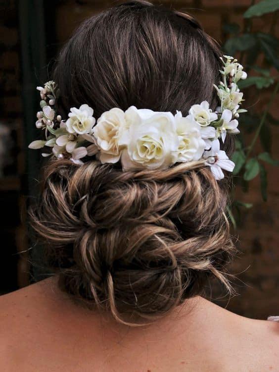 arranjo artificial de flores brancas para noiva