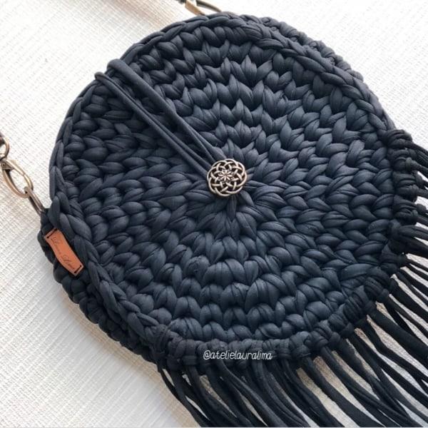 bolsa com franjas de fio de malha preto