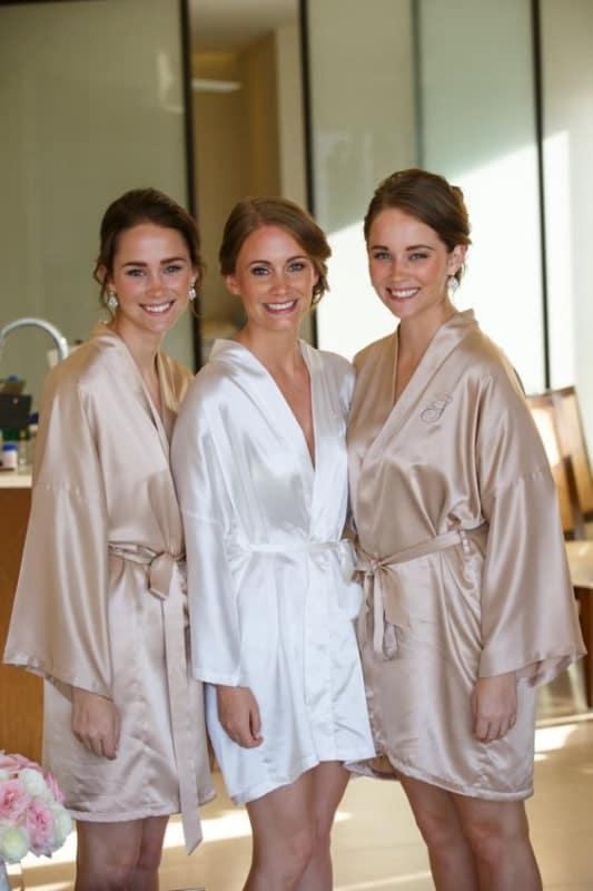 modelos de robe em seda para noiva e madrinhas