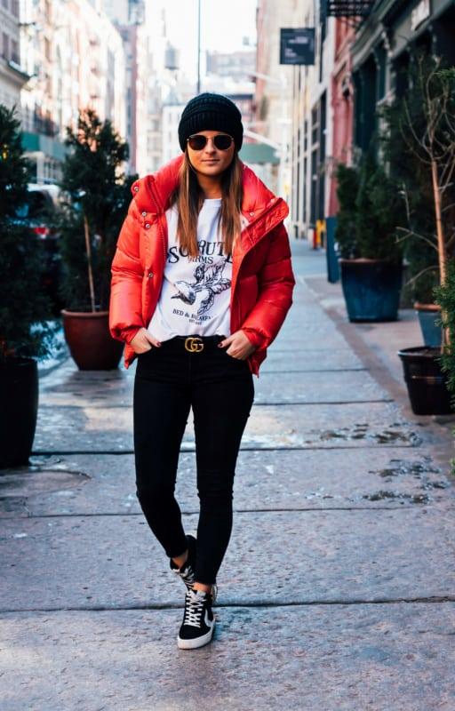 look dia a dia com jaqueta vermelha