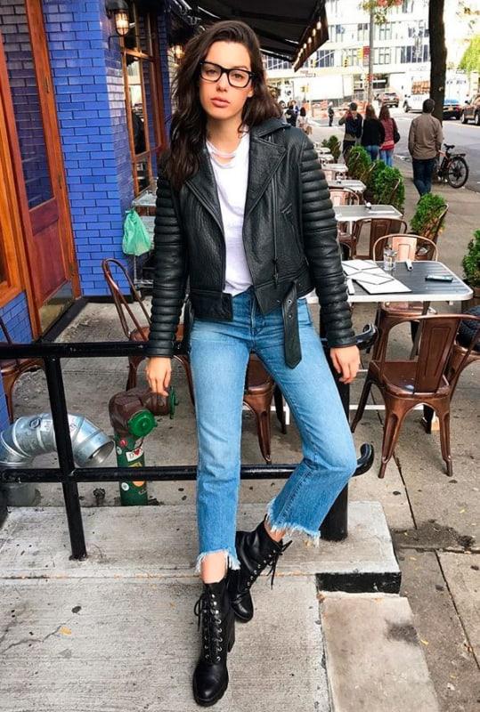 8 2 look com calça jeans e jaqueta biker preta