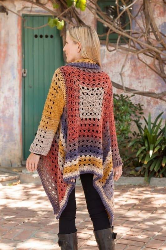 look com casaco colorido de crochê