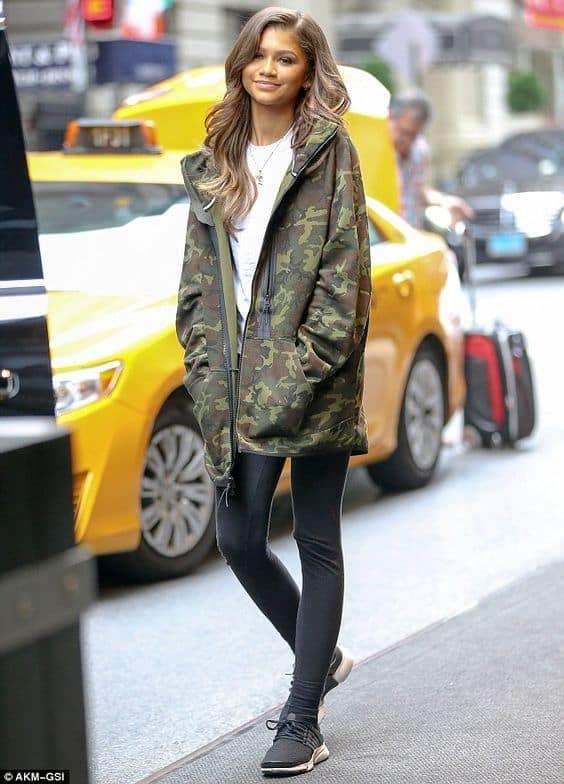 look com legging e jaqueta moletom camuflada