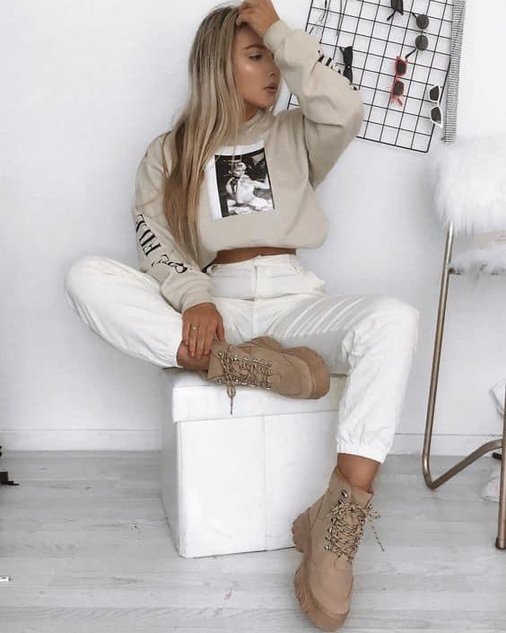 Blusa de moletom e calça cargo para look Tumblr