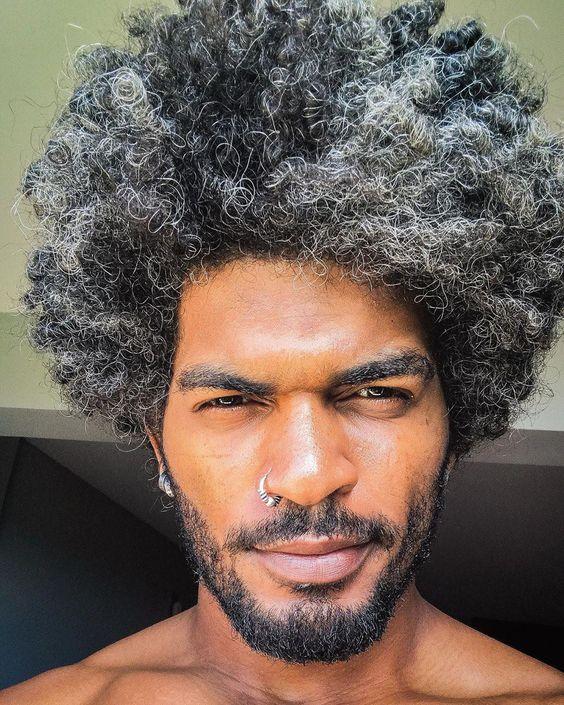 Homem com black power