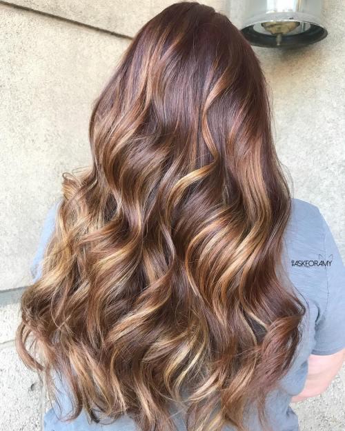 Cabelo cor chocolate com luzes longo18