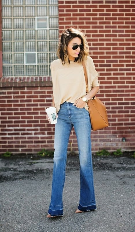 Calça jeans e blusa nude