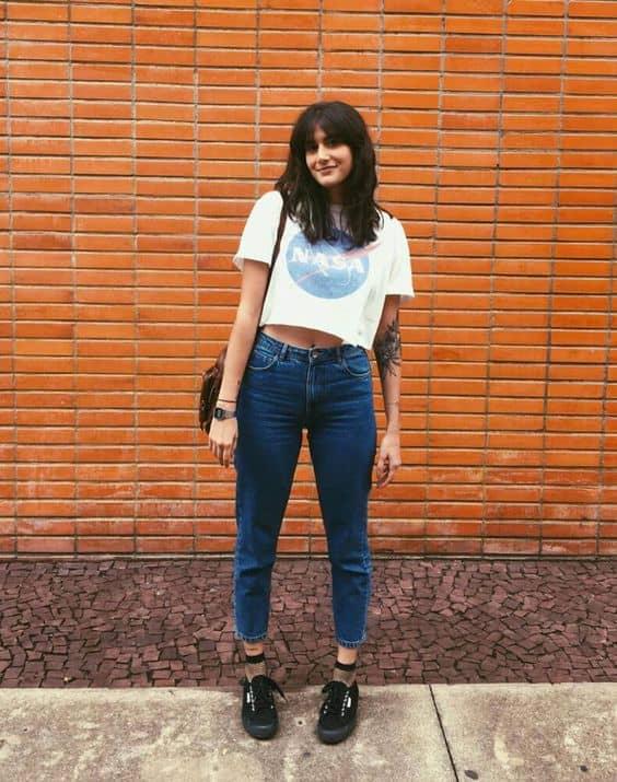 Calça jeans tenis preto e meia arrastao