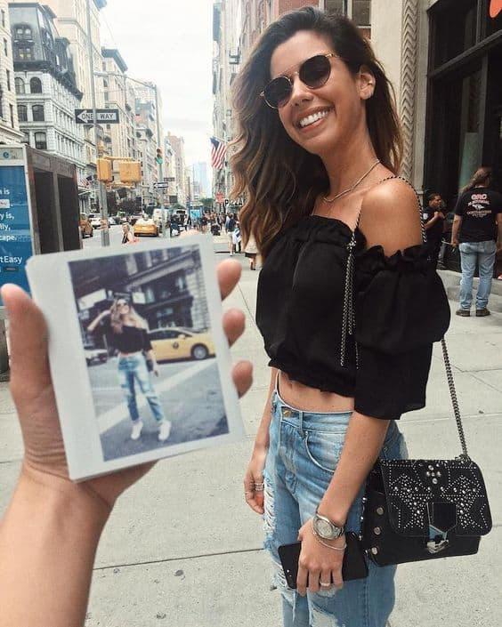 Camila Coutinho com cropped ciganinha preto