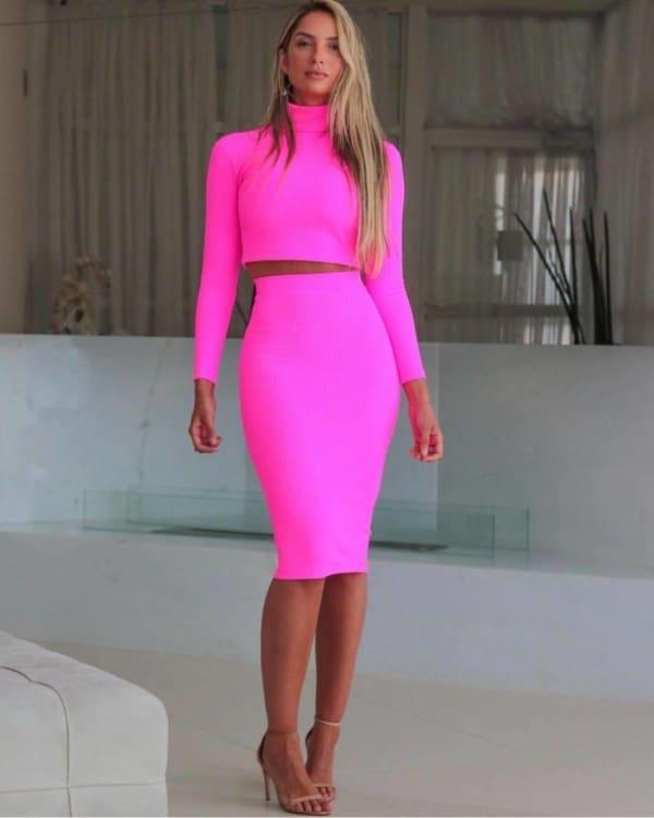 Conjunto pink neon com saia mi canelada