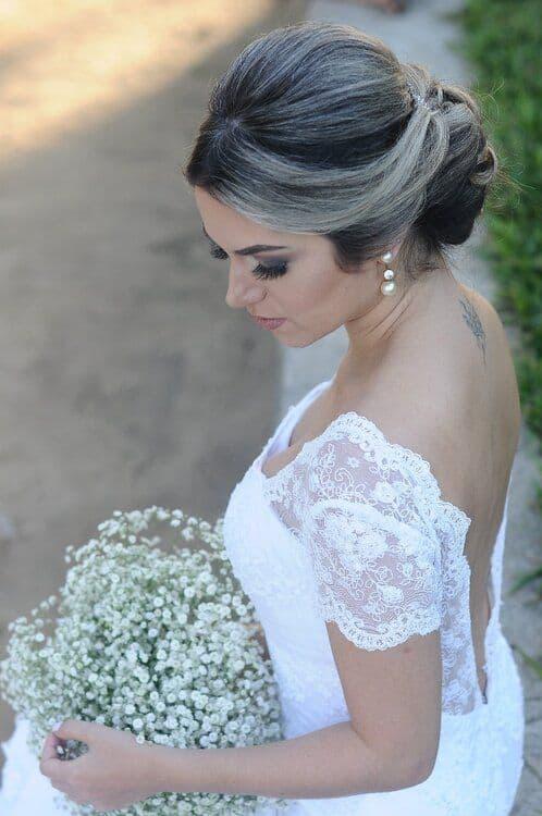 Coque simples para noiva tradicional