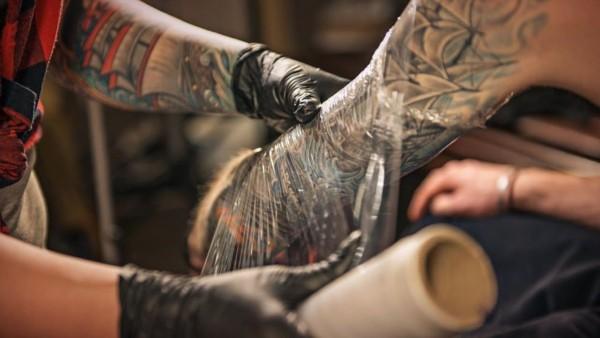 Cuidados com a tatuagem para evitar possíveis complicações