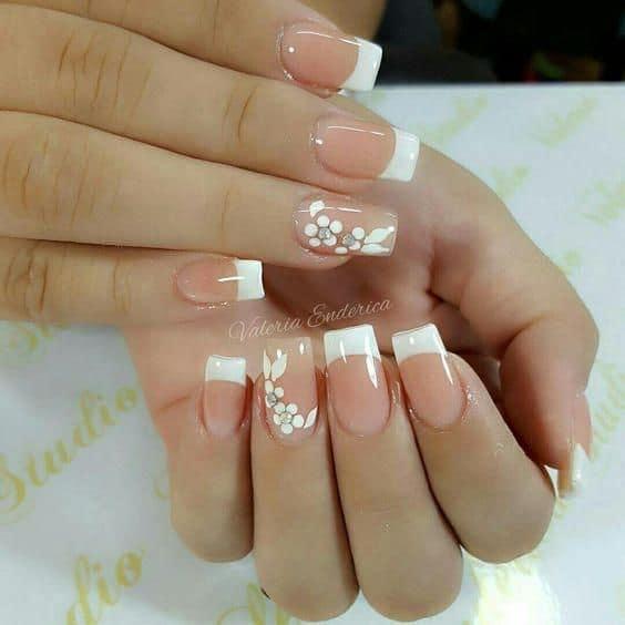 nail art com flor