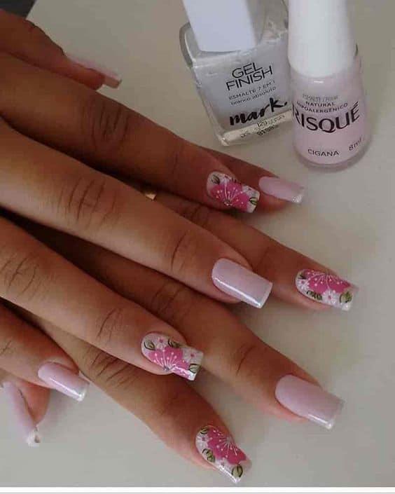 Francesinha decorada com florzinha e cor rosa