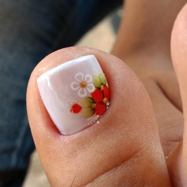 Francesinha decorada com florzinha para os pés