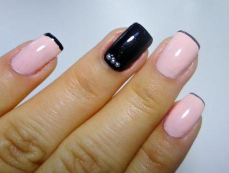 Francesinha preta e unha na cor rosa