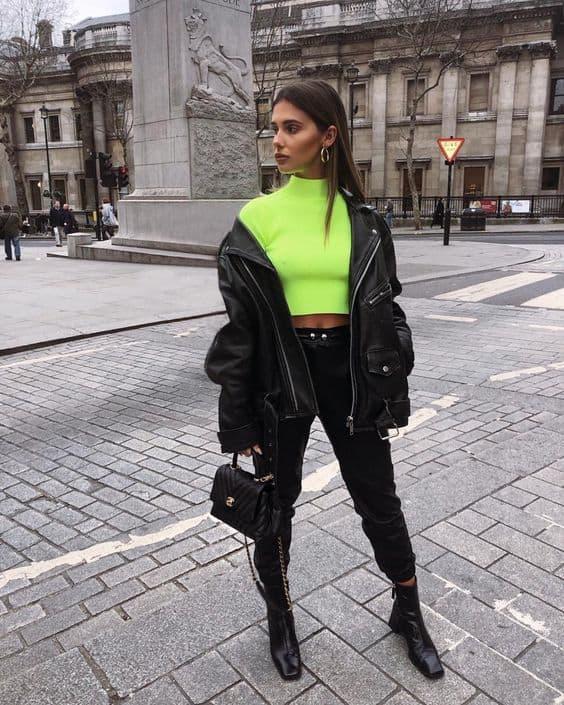 Jaqueta de couro com cropped verde neon