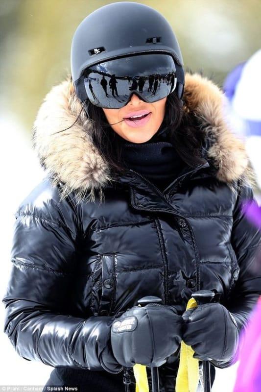 Jaqueta preta feminina de nylon para esquiar