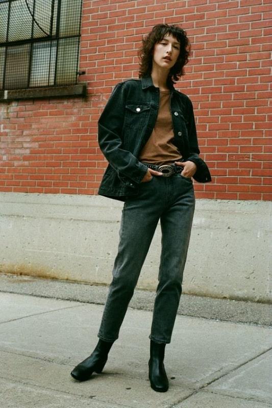 Jaqueta feminina preta jeans com calça cintura alta