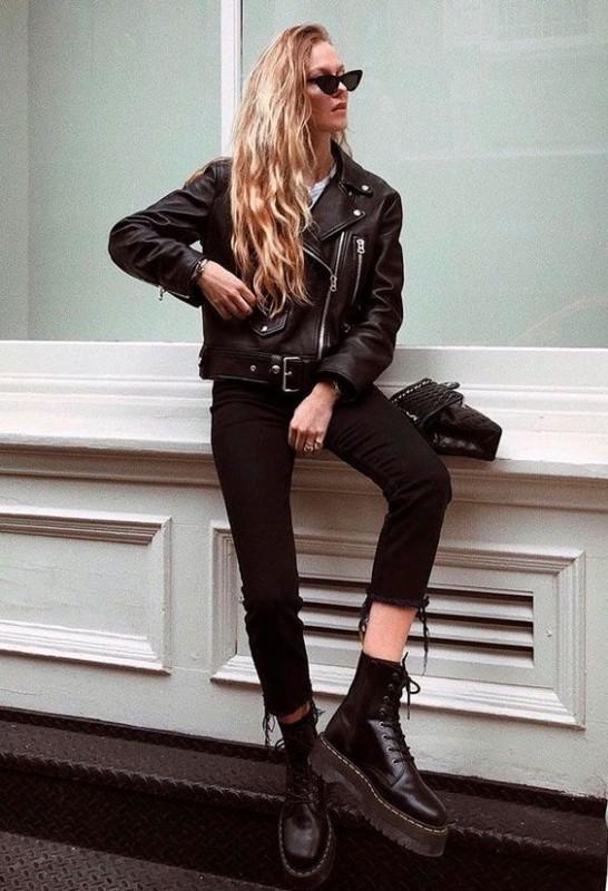 Jaqueta feminina preta no estilo rocker
